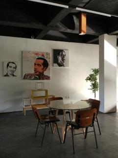 Rapat-rapat kecil informal untuk koordinasi bisa dilakukan pada sudut-sudut seperti ini. Dulu konsep seperti ini hanya ada di kantor-kantor industri kreatif. ( Foto: Adon Amrin - https://www.instagram.com/adonamrin/)