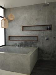 Kamar mandi keren yang ada di dalam kamar tidur utama. (Foto : Adon Amrin - https://www.instagram.com/adonamrin/)