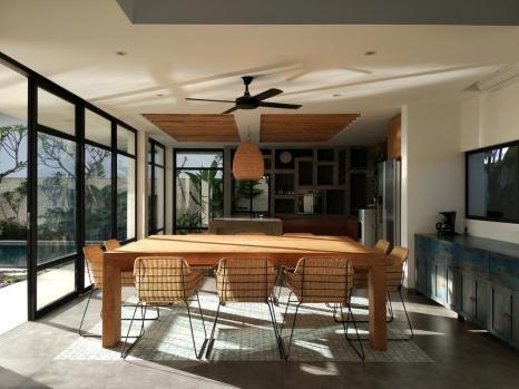 Matahari sore menembus jendela dapur. (Foto : Adon Amrin - https://www.instagram.com/adonamrin/)