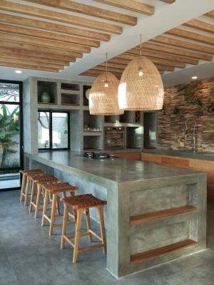 Dapur modern dengan aksen kayu untuk kesan natural. (Foto : Adon Amrin - https://www.instagram.com/adonamrin/)