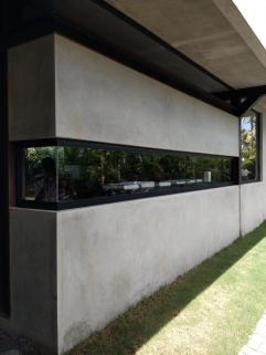 Lihat bangunan ini. Tidak salah lagi, ini kantor Straight Lines. (Foto; Adon Amrin - https://www.instagram.com/adonamrin/)