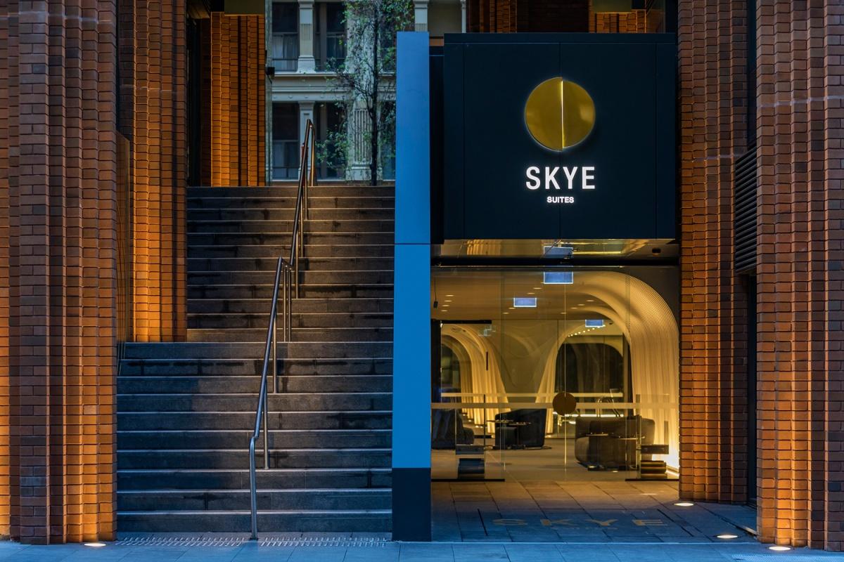 hOTEL MEWAH SKYE SUITES SYDNEY MENGISI MENARA IKONIS ARC BY CROWN GROUP KARYA KOICHITAKADA