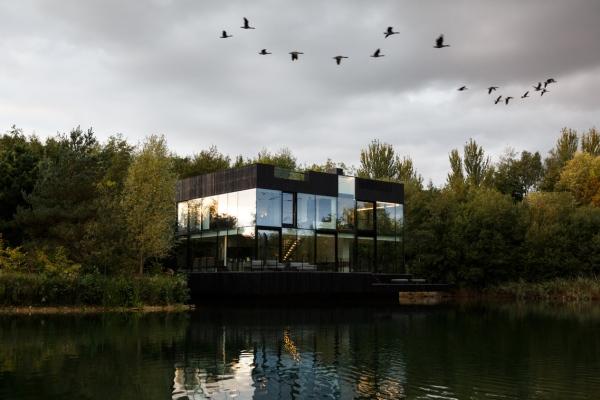Glass Villa in the lake Lechlade england United Kingdom mecanoo dsgntalk vila tepi danau architecture