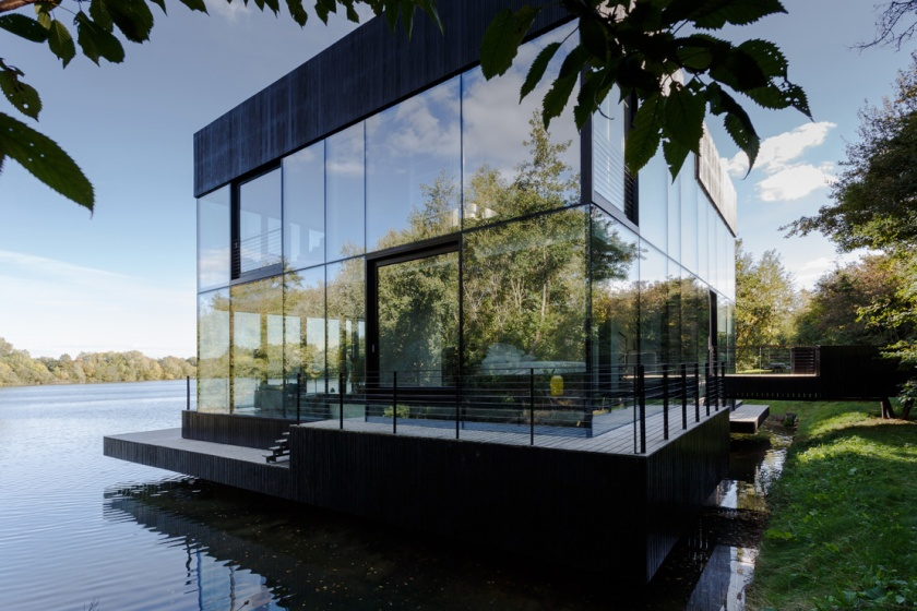 Glass Villa in the lake Lechlade england United Kingdom mecanoo dsgntalk vila tepi danau architecture