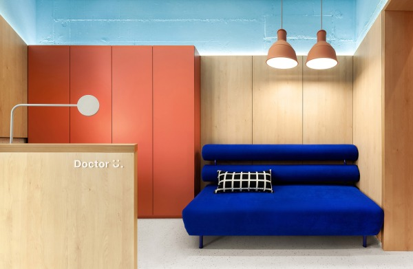 KLINIK PEMERIKSAAN ANAK DOCTOR U DI KIEV UKRAINE ATER ARCHITECTS INTERIOR DESIGN DESAIN DECORATION WARNA MODERN COLOURFUL DSGNTALK