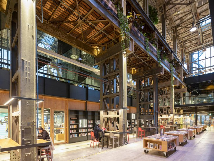 LOCHAL PERPUSTAKAAN KEREN DI BEKAS DEPO LOKOMOTIF TUA DI BELANDA LIBRARY LOCOMOTIVE HALL OLD NETHERLAND DUTCH ARCHITECTURE INTERIOR DESIGN DESAIN INDUSTRIAL RAILWAY TRAIN KERETA