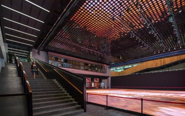 MECANOO SELESAIKAN LONGGANG CULTURAL CENTRE DI SHENZHEN CHINA TIONGKOK ARSITEKTUR ARCHITECTURE MUSEUM ART RED ICONIC DSGNTALK