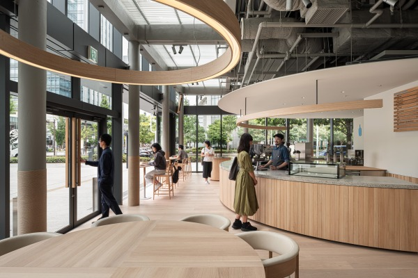 NUANSA ALAMI KAYU OAK JEPANG DI KEDAI BLUE BOTTLE COFFEE MINATOMIRAI DSGNTALK INTERIOR FURNITURE DESIGN OAK WOOD