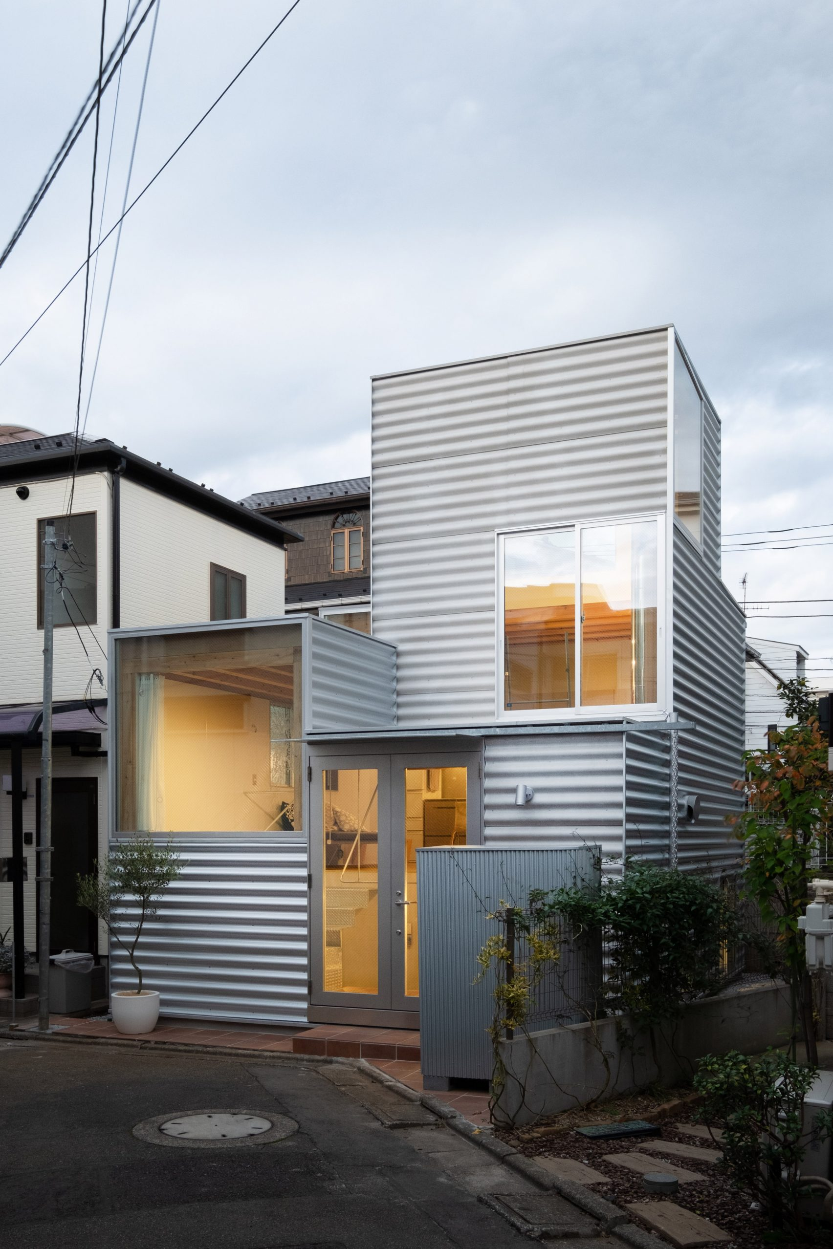 RUMAH 26 METER PERSEGI DI TENGAH IBU KOTA ARCHITECTURE DESIGN INTERIOR TOKYO JAPAN DSGNTALK 21