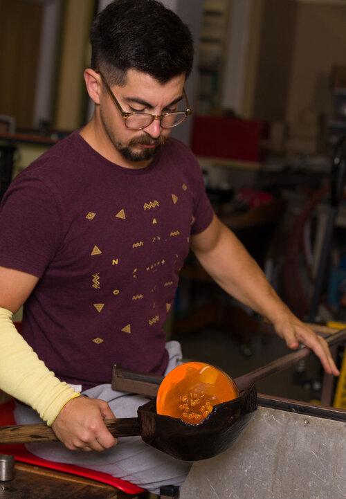 PROSES PANJANG DYLAN MARTINEZ MEMBUAT SEKANTONG AIR DALAM PLASTIK PRODUCT DESIGN ART SCULPTURE DSGNTALK