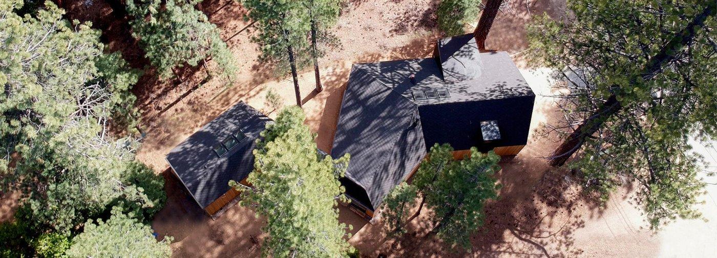 LIGHTHUS, RUMAH LIBURAN YANG MELIUK DI ANTARA PEPOHONAN DSGNTALK ARCHITECTURE SUSTAINABLE DESIGN HOME RETREAT LAKE TAHOE CALIFORNIA