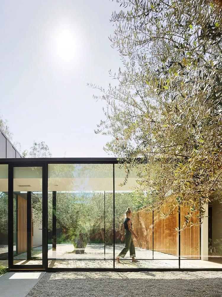 KESETARAAN RUANG LUAR DAN RUANG DALAM DI LAUREL HILLS RESIDENCE HOLLYWOOD LOS ANGELES ARCHITECTURE DSGNTALK MODERN DESIGN HOME