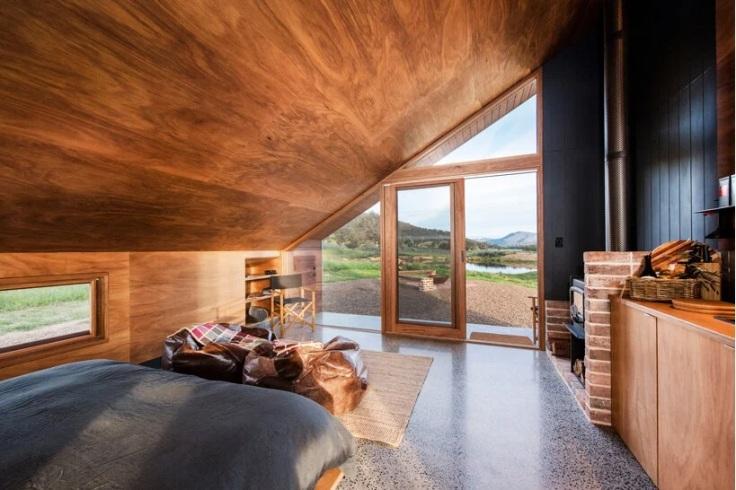 KABIN SEGITIGA DI TENGAH LADANG LAVENDER AUSTRALIA ARCHITECTURE INTERIOR DESIGN VILLA HOLIDAY HOUSE SUSTAINABLE DSGNTALK